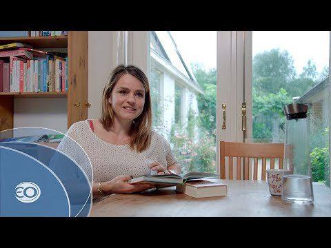 Sofie van den Enk leest voor uit de kinderbijbelSofie van den Enk leest voor uit de kinderbijbel